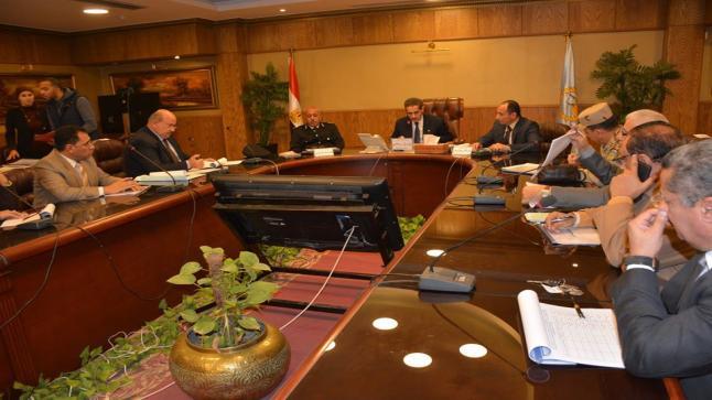 محافظ الغربية خلال إجتماع لجنة البت يوجه رؤساء المدن والأحياء بالتواصل مع المواطنين لإنهاء إجراءات تقنين التعديات على أملاك الدولة